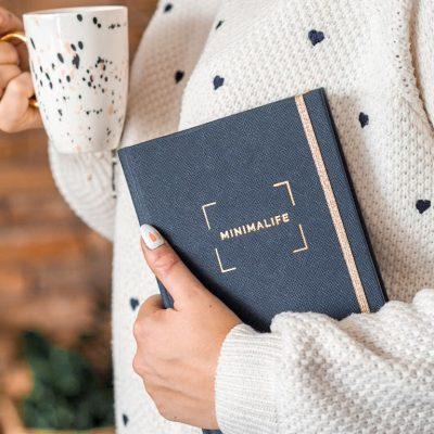 Granatowy planner książkowy